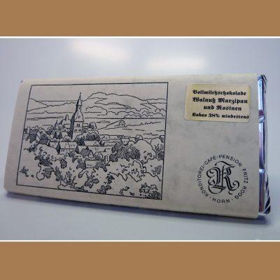 Vollmilch Schokolade Walnuss-Marzipan und Rosinen